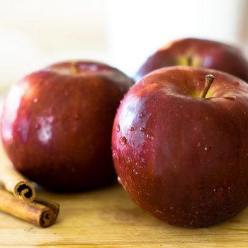 svježe crvene jabuke